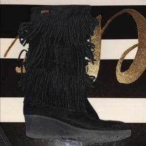 Kenneth Cole reaction size 6 fringe boots